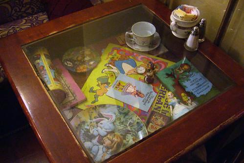 alice tea cup table