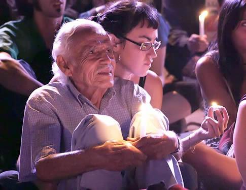 FAMILIARES DE PROFESORES ASESINADOS DURANTE DICTADURA DE PINOCHET PROTESTAN
