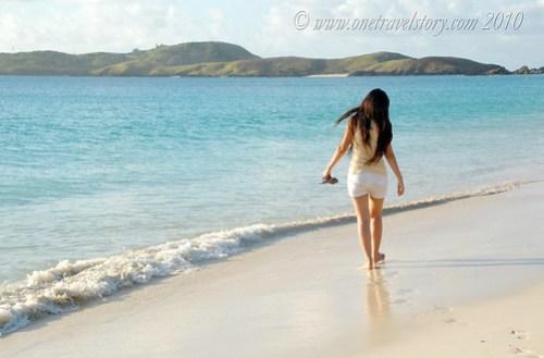 Walking on the edge, Calaguas Island, Camarines Norte