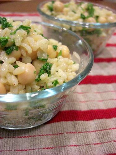 Salad with bulgur and garbanzo beans