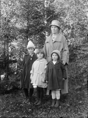 "Olivia ""Linken"" Hiorth and her daughters"