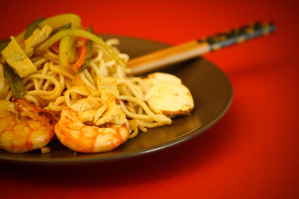 Receta de noodles agridulces con gambas y verduras