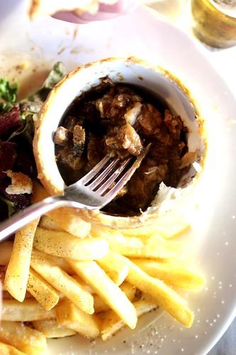 What's inside a Gourmet Met Pie from Warilla Hotel