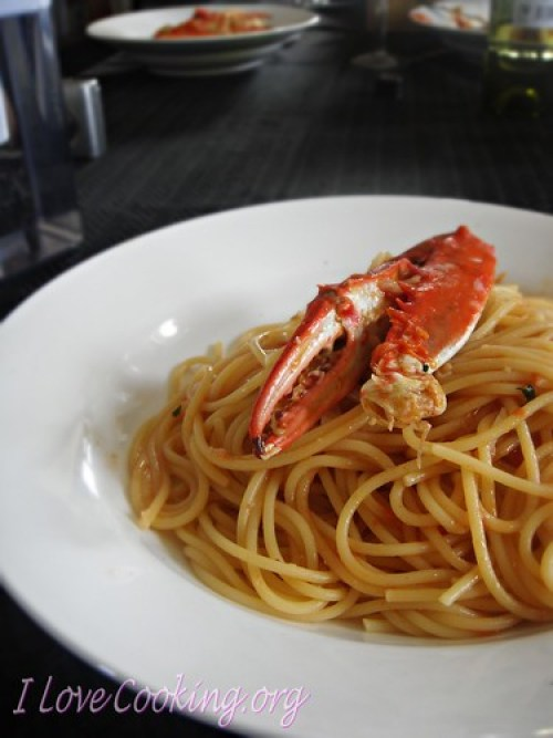 Spaghetti al sugo di granchio reale