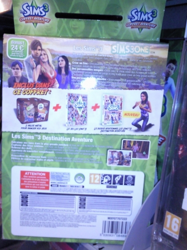 Images of french collector's tin of The Sims 3 World Adventures & base game