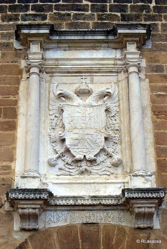 Escudo imperial de Carlos I en el Portal de Francia, Pamplona