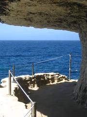 Sous la falaise