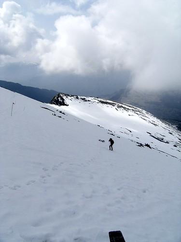 monica in salita con neve