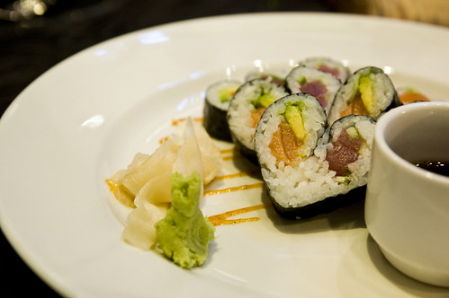 TWO SHI - heart-shaped, double-roll with tuna, salmon, avocado and spicy mayo