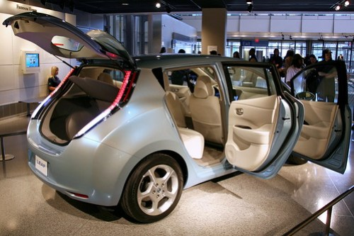 Nissan LEAF by cliff1066™ via Flickr