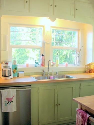 Cheerful Cottage Kitchen