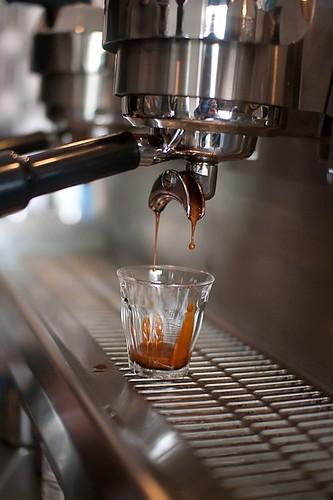 Elixir coffee - espresso pour