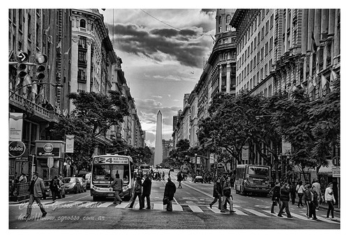 "Diagonal y el Obelisco (Buenos Aires) • <a style=""font-size:0.8em;"" href=""http://www.flickr.com/photos/20681585@N05/4677557832/"" target=""_blank"">View on Flickr</a>"