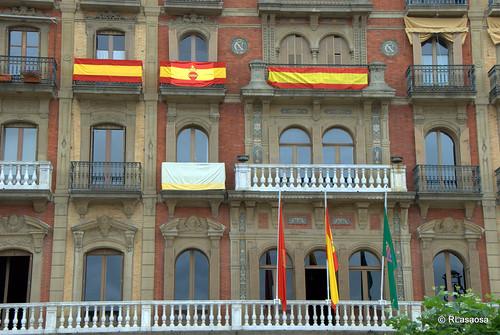 Balcones engalanados en el edificio del Casino el día de la celebración del Corpus Christi de 2010