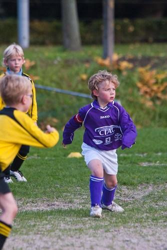 Jan voetbalt