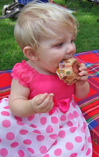 Alice eats a cupcake