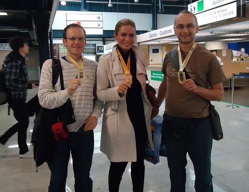 Dr. Vlahek, Renata i ja ponosno pokazujemo naše medalje