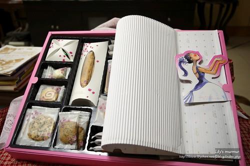 義美幸福花嫁喜餅開盒內觀。
