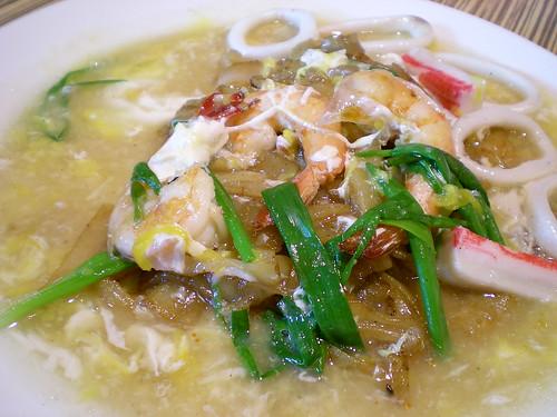 Boston stir fried seafood flat noodles 1