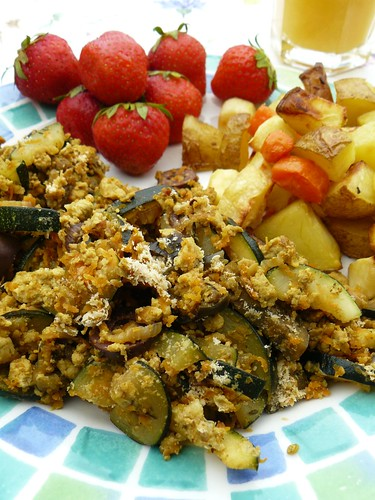 Tofu scramble, roasted potatoes & veggies, strawberries