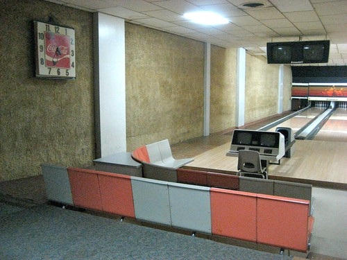222 Dutch Lanes Retro Bowling Alley