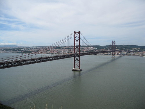 Cautand femeie pentru pensionare in Portugalia