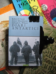Robert F. Scott, Ernest Shackleton, Edward A. Wilson, Diari Antatrtici, art director Ada Carpi, Nutrimenti 2010; alla cop.: fotog. b/n: gli autori il 2 novembre 1902; cop. (part.), 1