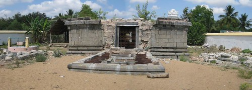 Backside of the temple and the dismantled Perumal sanctum (by Raju's Temple Visits)