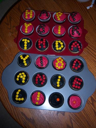 Chocolate and vanilla suprise cupcakes