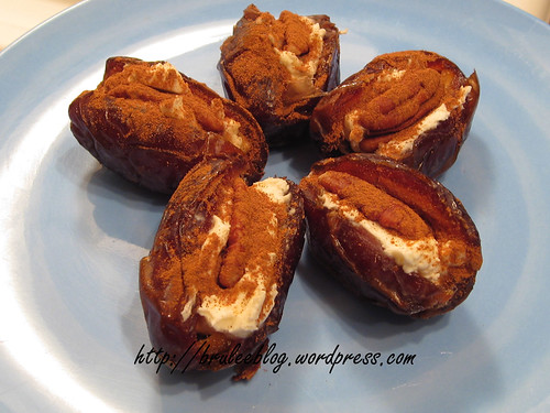 Mascarpone stuffed dates