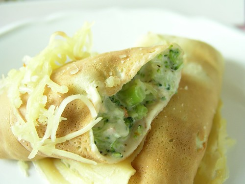 Cheesy broccoli crepe
