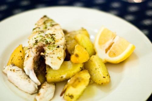 Halibut with lemon and potatoes
