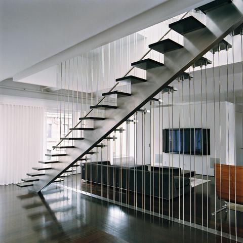 escada com cabos de aço