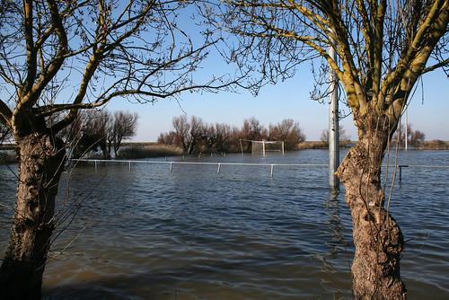 Esnandes, Charente Maritime : le terrain de sport 05/03/2010 Inondations Xynthia