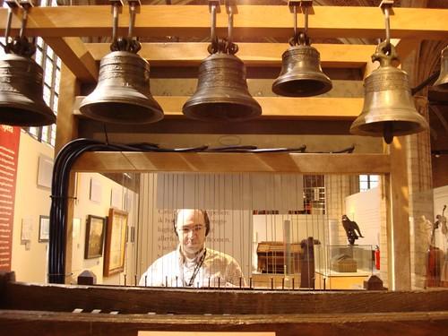 Carillon çalmaya çalışırken