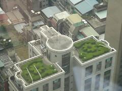 樓頂居然有法式庭園