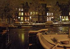 Heavy snowfall in the city of Amsterdam (Bn) Tags: snowflakes topf50 jardin prinsengracht topf100 mokum jordaan sneeuwvlokken heavysnowfall 100faves 50faves winteravond abigfave dreamingofawhitechristmas winterinamsterdam verlichteramen winter20092010 hetisstilinamsterdam 20december2009 winterinthejordaan cosychristmasspirit strollinginasnowyamsterdam beginvanherengracht lightsatthewindows antonpiecksfeertje thenightfallsdowntownamsterdam happywintertimeinamsterdam deavondvaltindejordaan awintryviewofthebrouwersgrachtamsterdam desneeuwvaltopdedaken winterinmokum magicalwinterscene brouwersgrachtindewinter sneeuwvalvanzon15cm sneeuwplezierenoverlast cosychristmasinamsterdam gezelligewintertafereelindejordaan letitsnowinamsterdam kerstsfeerinamsterdam deavondvaltinhartjeamsterdam winternightinamsterdam xmasinamsterdam snowflakesfallontherooftop mokumindewinter