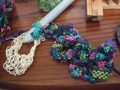 Ruffle of large ribbon yarn