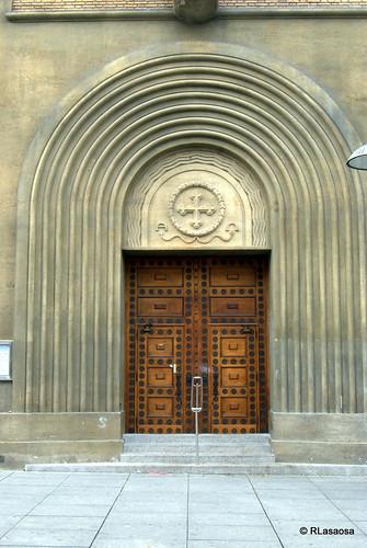 Puerta de la Iglesia de San Antonio, en la Avenida de Carlos III