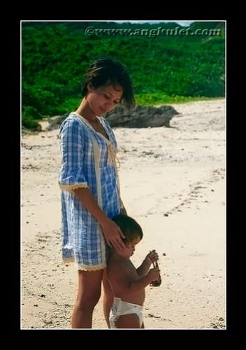 Lia and her Mama, Nakabuang Beach, Sabtang Island, Batanes