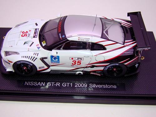 EBBRO NISSAN GT-R GT1 2009 SILVERSTONE (1)