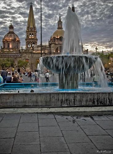 Fuente y Catedral al fondo