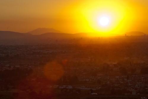 Guadalajara con el fondo el cerro de tequila