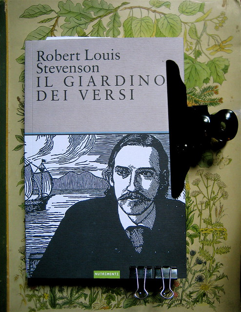 Robert Louis Stevenson, Il giardino dei versi, illustrato da Charles Robinson; art director: Ada Carpi, alla cop.: ritratto dell'autore, disegno b/n di Charles Robinson, Nutrimenti 2010; cop. (part.), 1