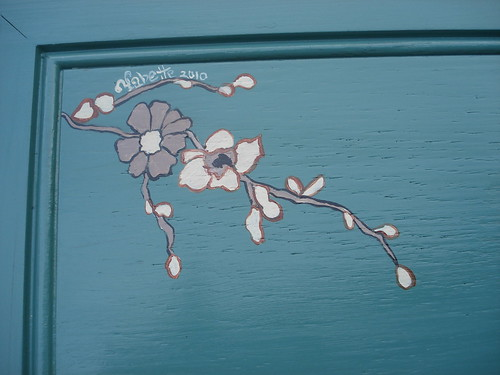 green wood flower table detail