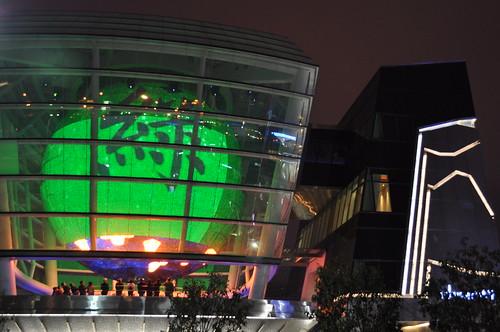 台灣館-左下角的可以看到正在放虛擬天燈的遊客