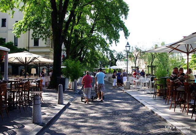 沿著Ljubljanica兩旁有很多家咖啡館,坐在露天的河岸旁邊,感覺很舒適愜意呢。
