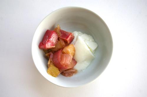 Rhubarb and yogurt