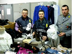 Trapani, blitz Guardia di Finanza, merce contraffatta