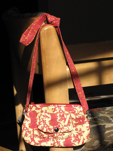 Red Sewing Toile Fabric Curvy Purse